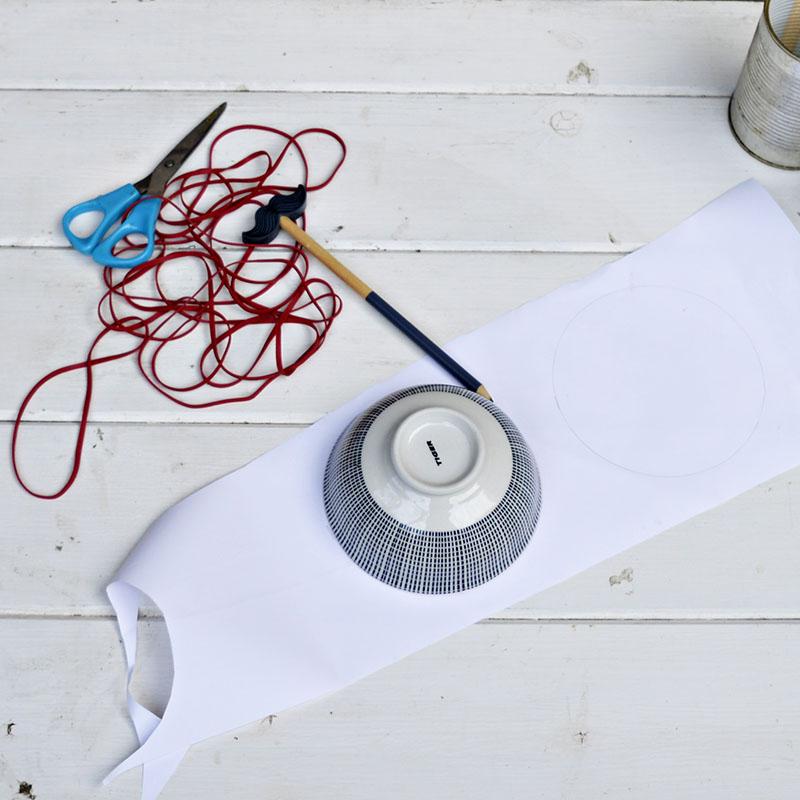 Адвент календарь из жестяных банок - нарисуйте на бумаге круги