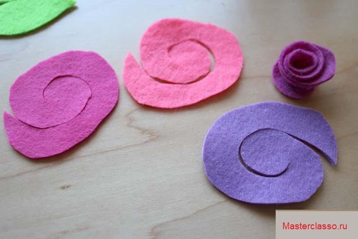 Декор цветочных горшков - вырежьте из войлока спираль