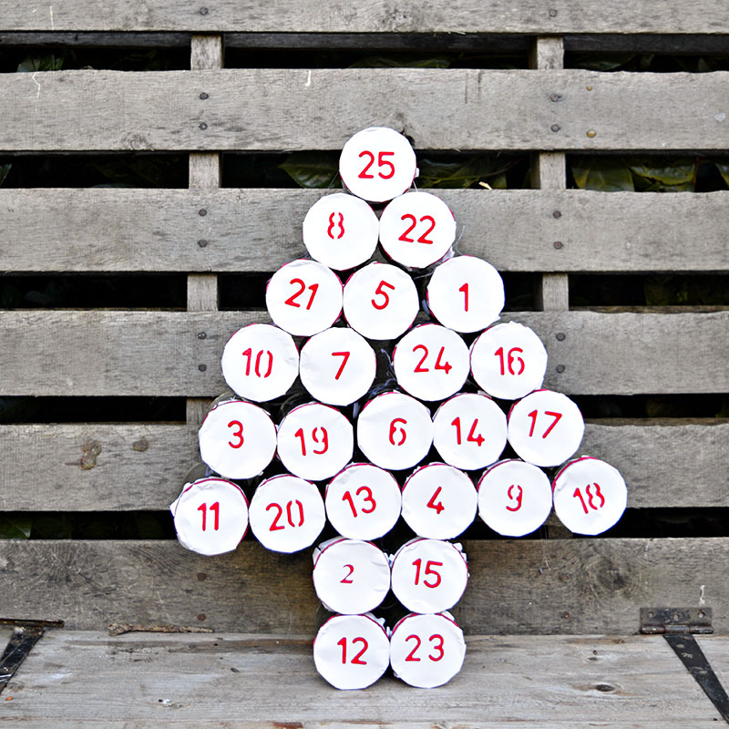 Адвент календарь из жестяных банок - банки соединены