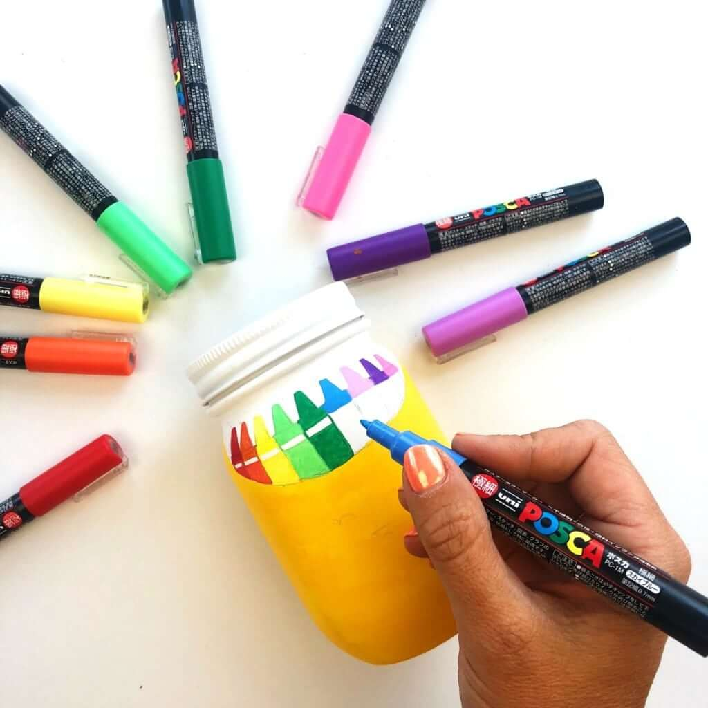 Как сделать карандашницу - раскрасьте банки красками