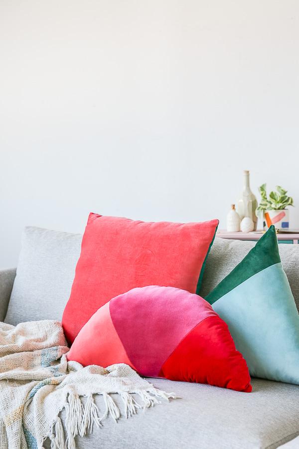 Как сшить декоративную подушку - готовое изделие