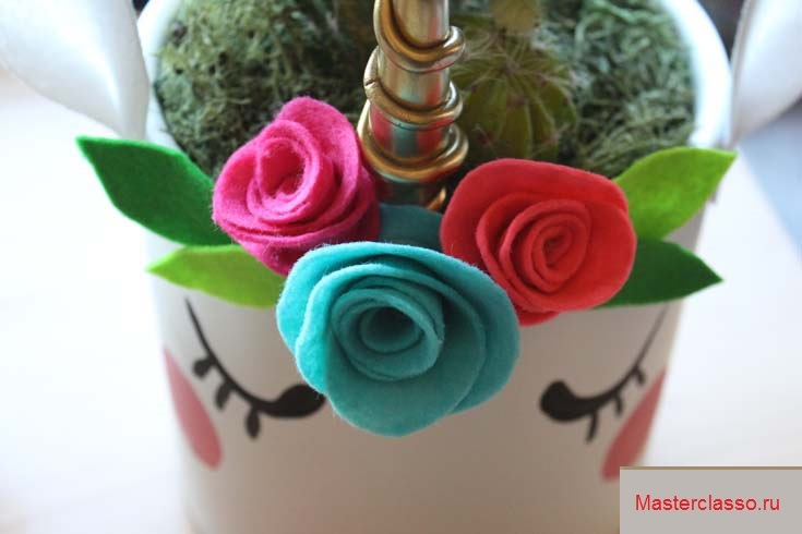 Декор цветочных горшков - обклейте рог фетровыми цветами и листьями