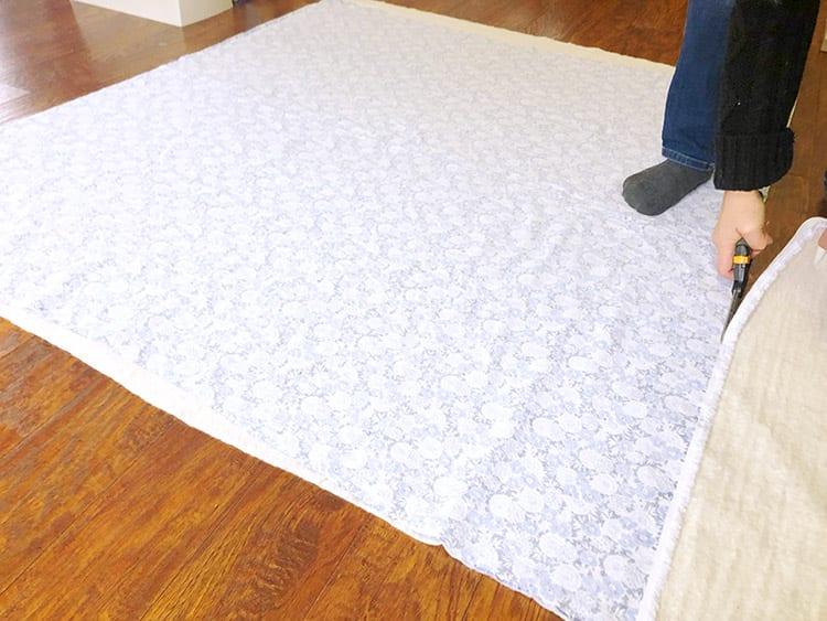Утяжелённое одеяло - вырежьте из ватина квадрат