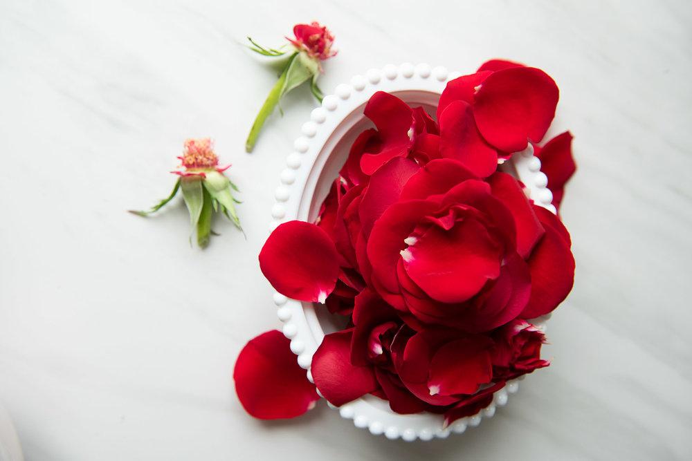 Домашний скраб для тела - подготовьте лепестки роз
