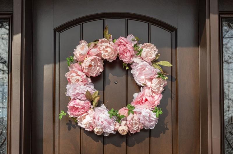 Венок из цветов - добавьте на изделие весь остальной декор