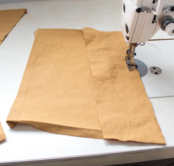 Как сшить фартук своими руками - сложите детали кармана вместе