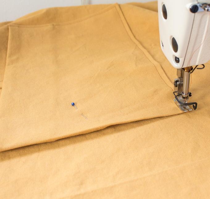Как сшить фартук своими руками - пришейте карман к корпусу