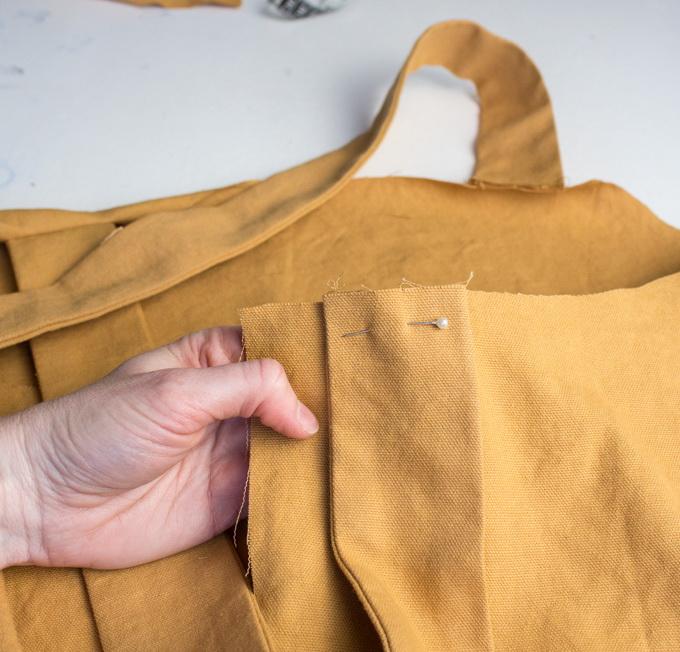 Как сшить фартук своими руками - подколите ремни булавками