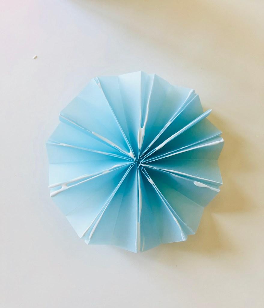 Елочные украшения из бумаги своими руками - соедините элементы вместе