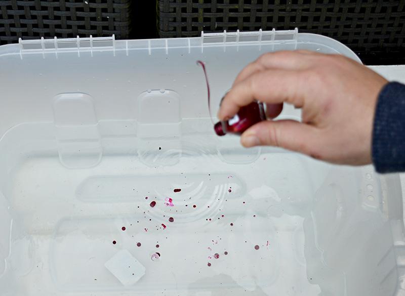 Коробка для хранения вещей своими руками - накапайте в воду лак