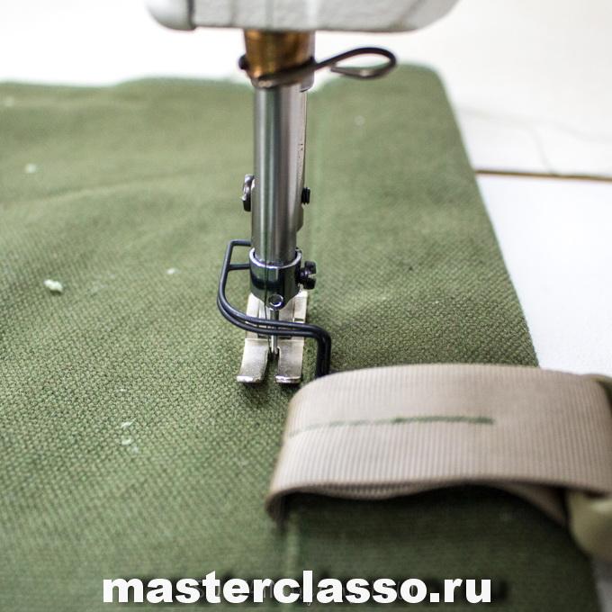Как сшить рюкзак - отстрочите линию под клапаном