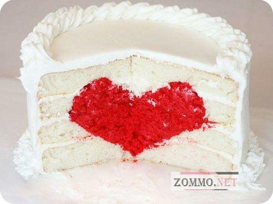 Бисквитный торт с сердцем внутри