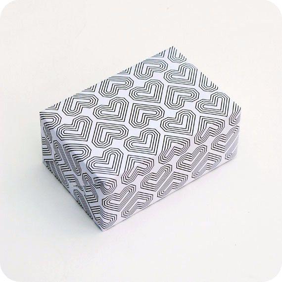 Оберточная бумага с сердечками