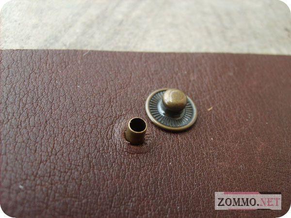 Вставляем кнопки в кожаный браслет