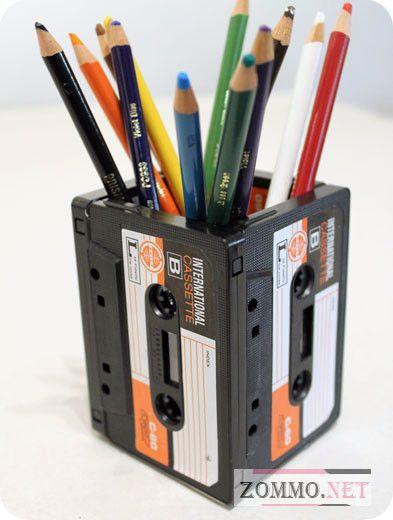Подставка под карандаши из старых кассет