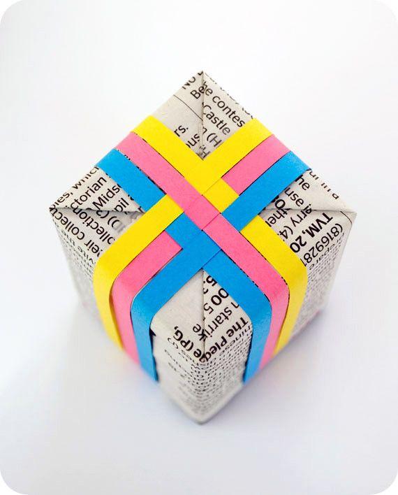 Украшении подарка из бумажных ленточек