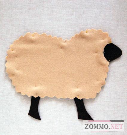 Подушка - овечка из фетра