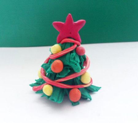 Новогодняя елочка из пластилина