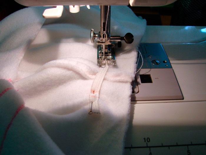 Строчка на швейной машинке