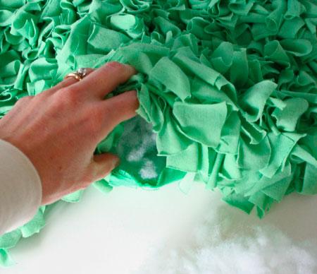 Набиваем подушку синтепоном