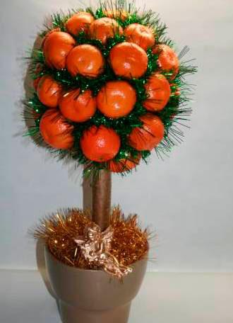 Новогоднее дерево из мандарин