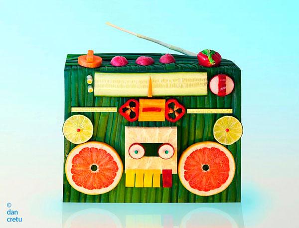 Магнитофон из овощей и фруктов