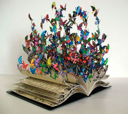 Бабочки - скульптура из книги