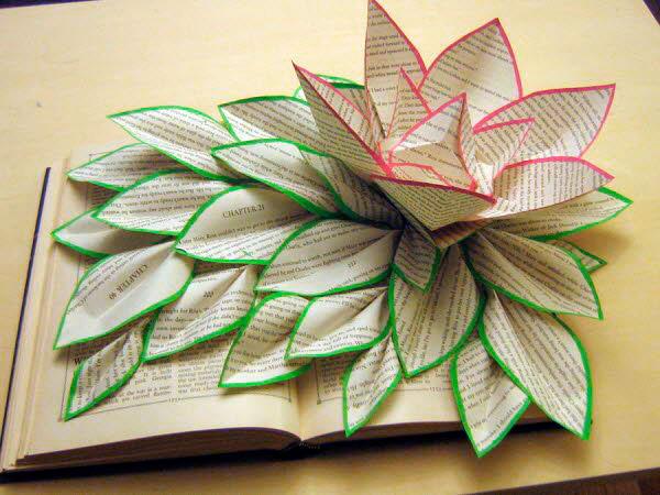 Цветы - скульптура из книги