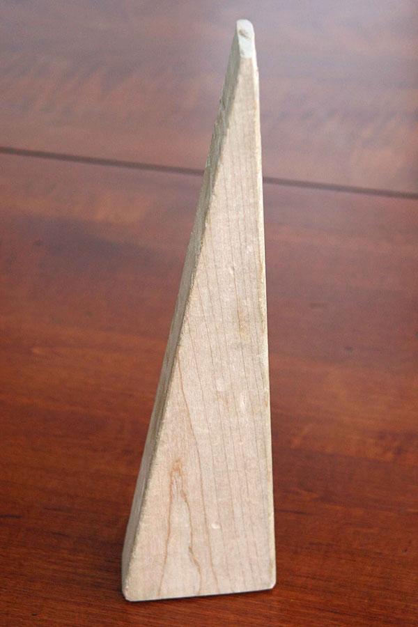 Треугольник из дерева