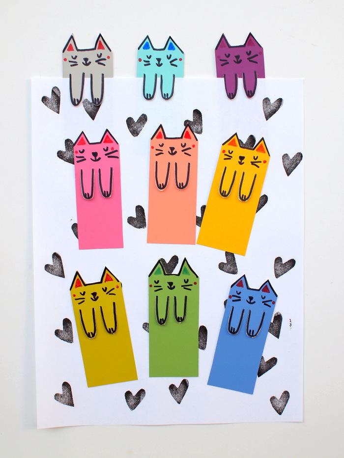 Разноцветные закладки в виде котиков
