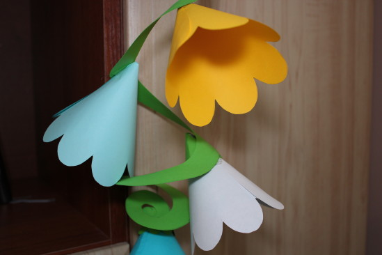 Гирлянда из бумажных цветов 1