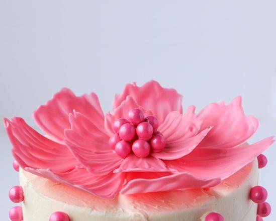 Шоколадный торт с цветами