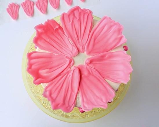 Шоколадные цветы для украшения торта 7