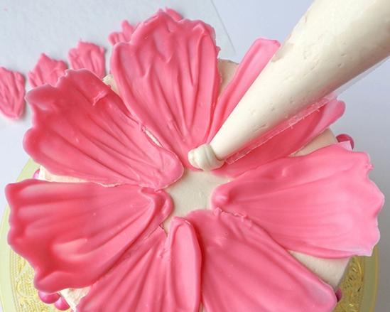 Шоколадные цветы для украшения торта 8