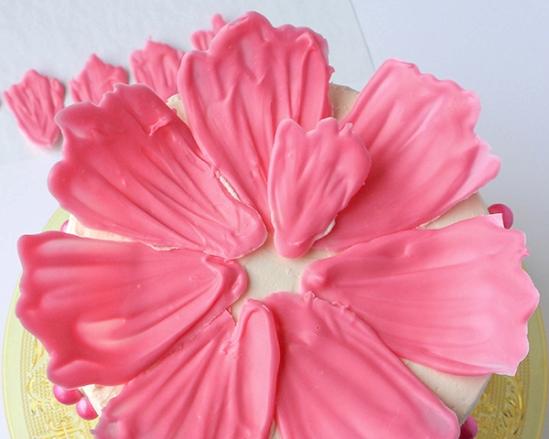 Шоколадные цветы для украшения торта 9
