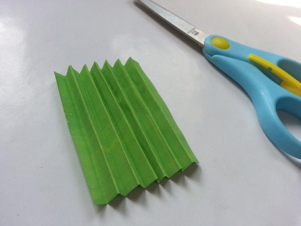 Гиацинты из бумаги-сгибаем бумагу гармошкой