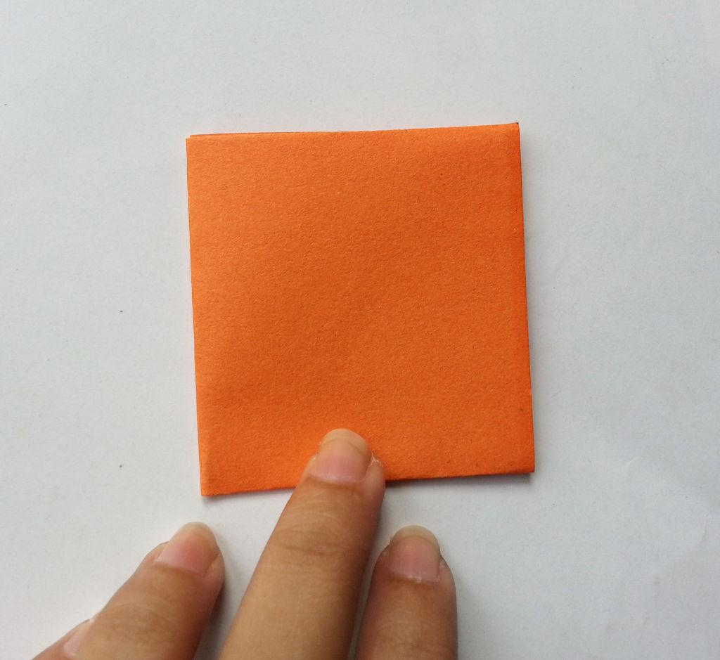 Камелии из бумаги-сворачиваем квадрат