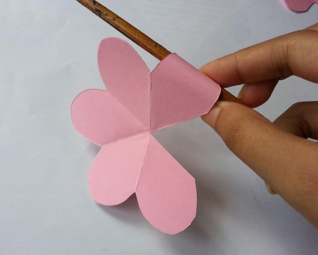 Камелии из бумаги-закручиваем лепестки