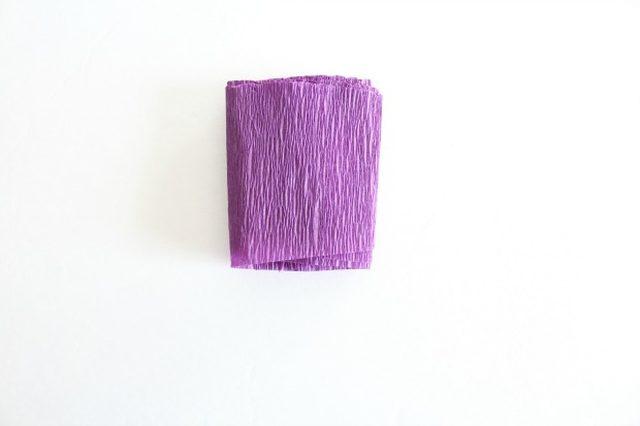 Крокусы из бумаги-скручиваем полоску гармошкой