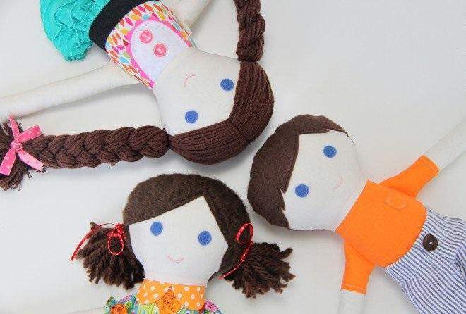 3 куклы из лоскутков ткани