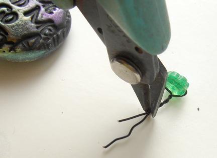 Кулон из глины-обрежьте концы