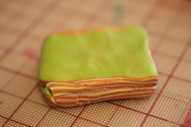 Кулон из полимерной глины-придавите материал