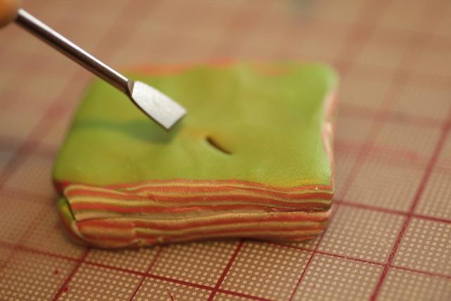 Кулон из полимерной глины-начните делать проколы