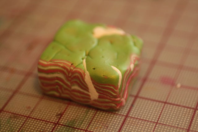 Кулон из полимерной глины-ужмите материал