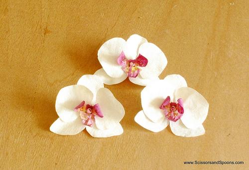 Орхидея из бумаги-добавляем кристалл и стеклярус