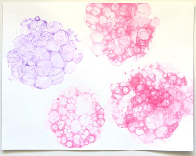 Открытка с гортензиями из мыльных пузырей-переносим пузыри на бумагу