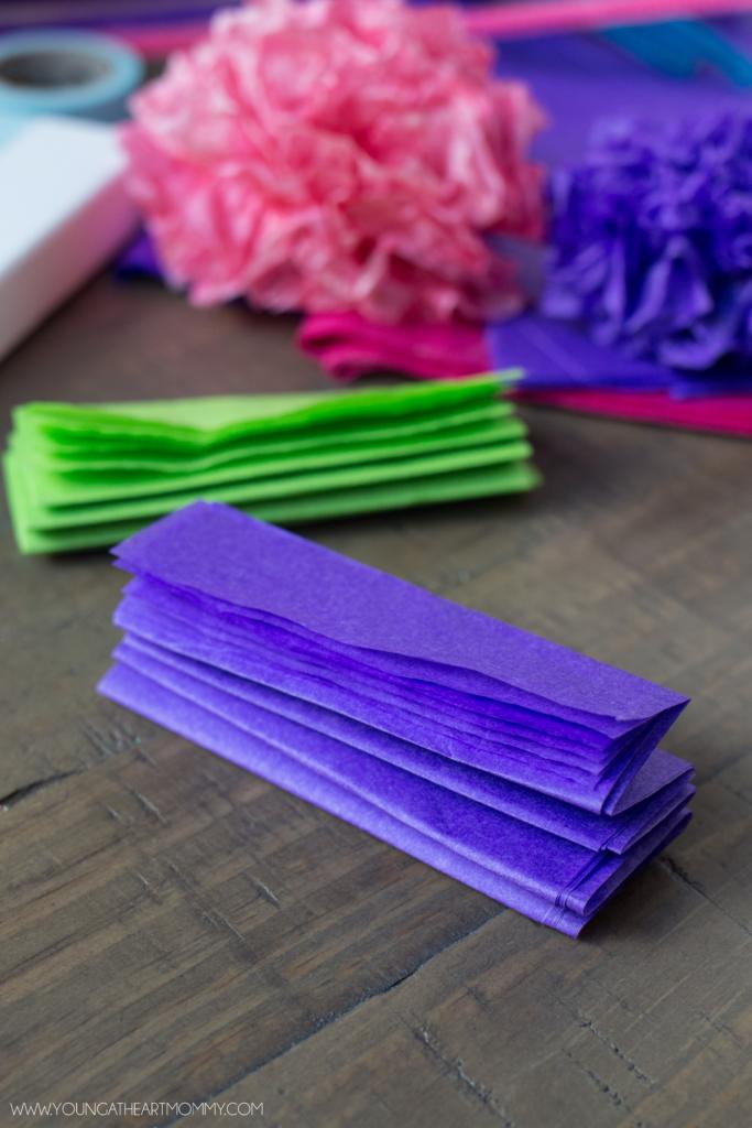 Открытка с цветами-сжимаем бумагу в гармошку