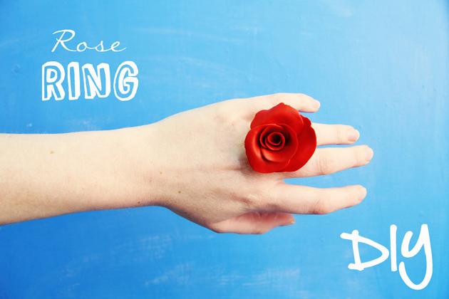 Роза из полимерной глины-кольцо на пальце
