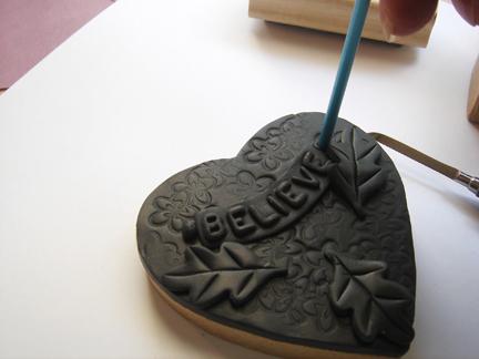 Шкатулка из полимерной глины-прикрепите листики