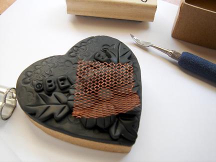 Шкатулка из полимерной глины-выдавите решетку на серединке цветка